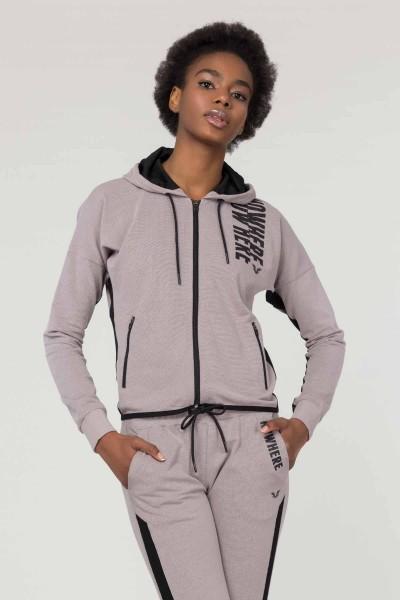 Kadın Spor Giyim Modellerini İncele